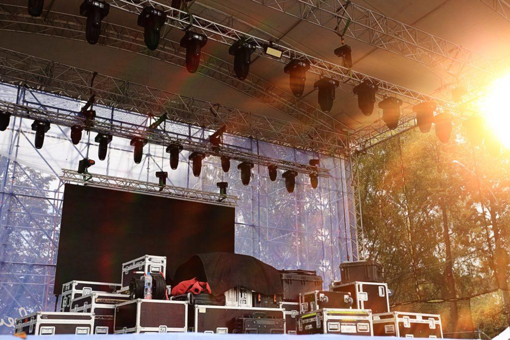 観客を刺激する表現空間!ステージの概要と必要性